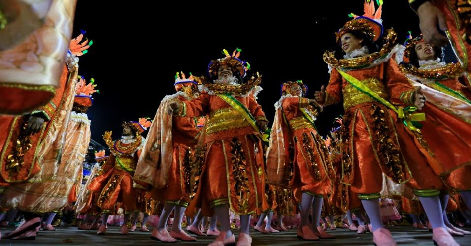 8.fev.2016 - Carro alegórico em desfile Beija-Flor, que abordou a história do Marquês de Sapucaí.