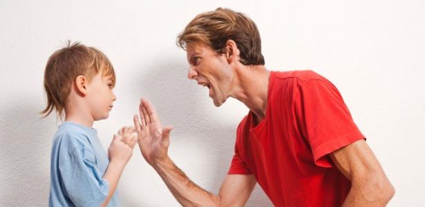 Pais são as principais referências de comportamento para os filhos - Getty Images
