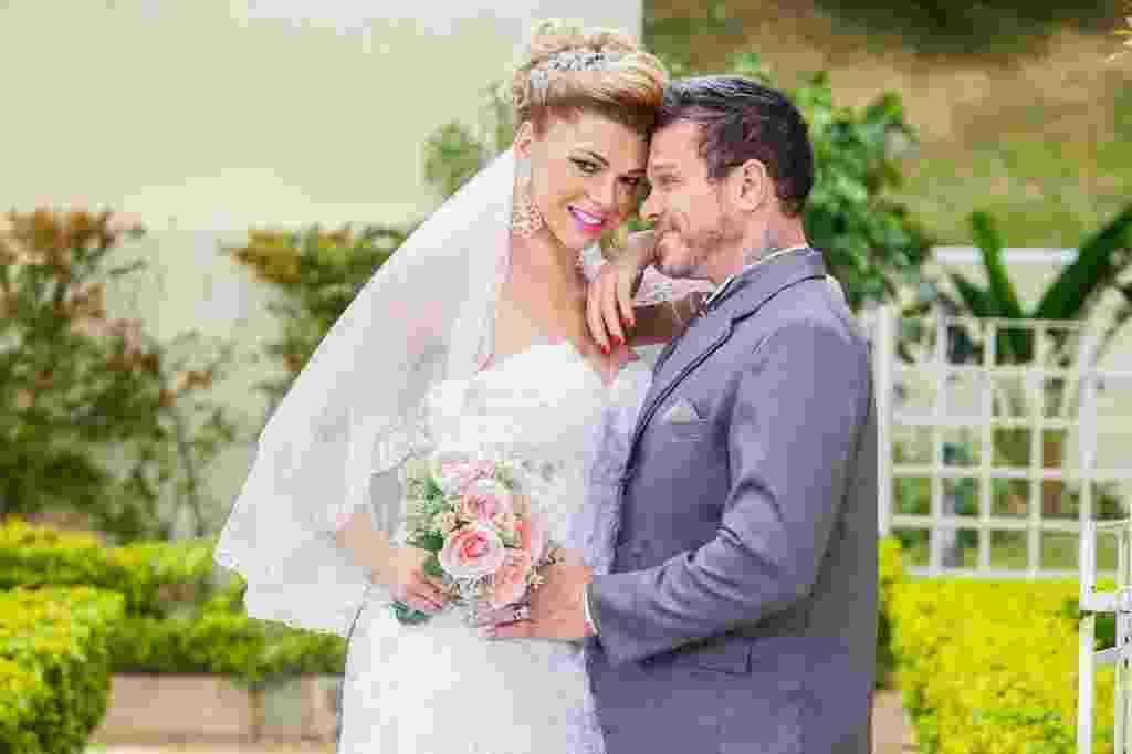 12.mai.2016 - Léo Aquilla e Chico Campadello posam vestidos de noivos e organizam casamento de 700 mil reais - Edson Lopes Jr./UOL