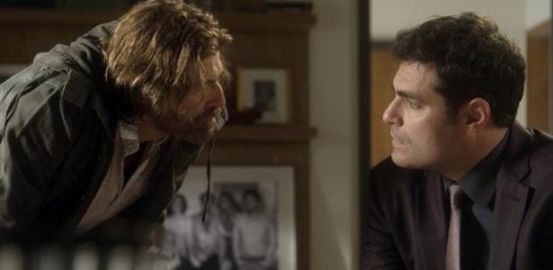 """Pedro (Reynaldo Gianecchini) pressiona Ciro (Thiago Lacerda) em """"A Lei do Amor"""" - Reprodução/GShow"""