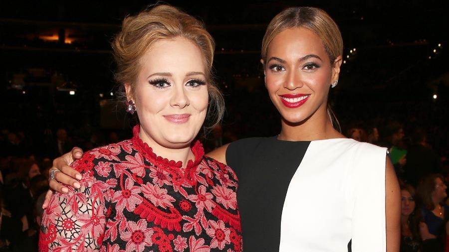 Adele e Beyoncé posam juntas durante a cerimônia do Grammy de 2013 - Getty Images