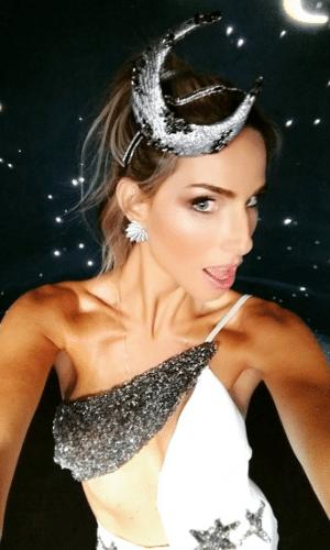 16.fev.2017 - Mariana Weickert  no Baile de Carnaval da Vogue, no hotel Unique, em São Paulo