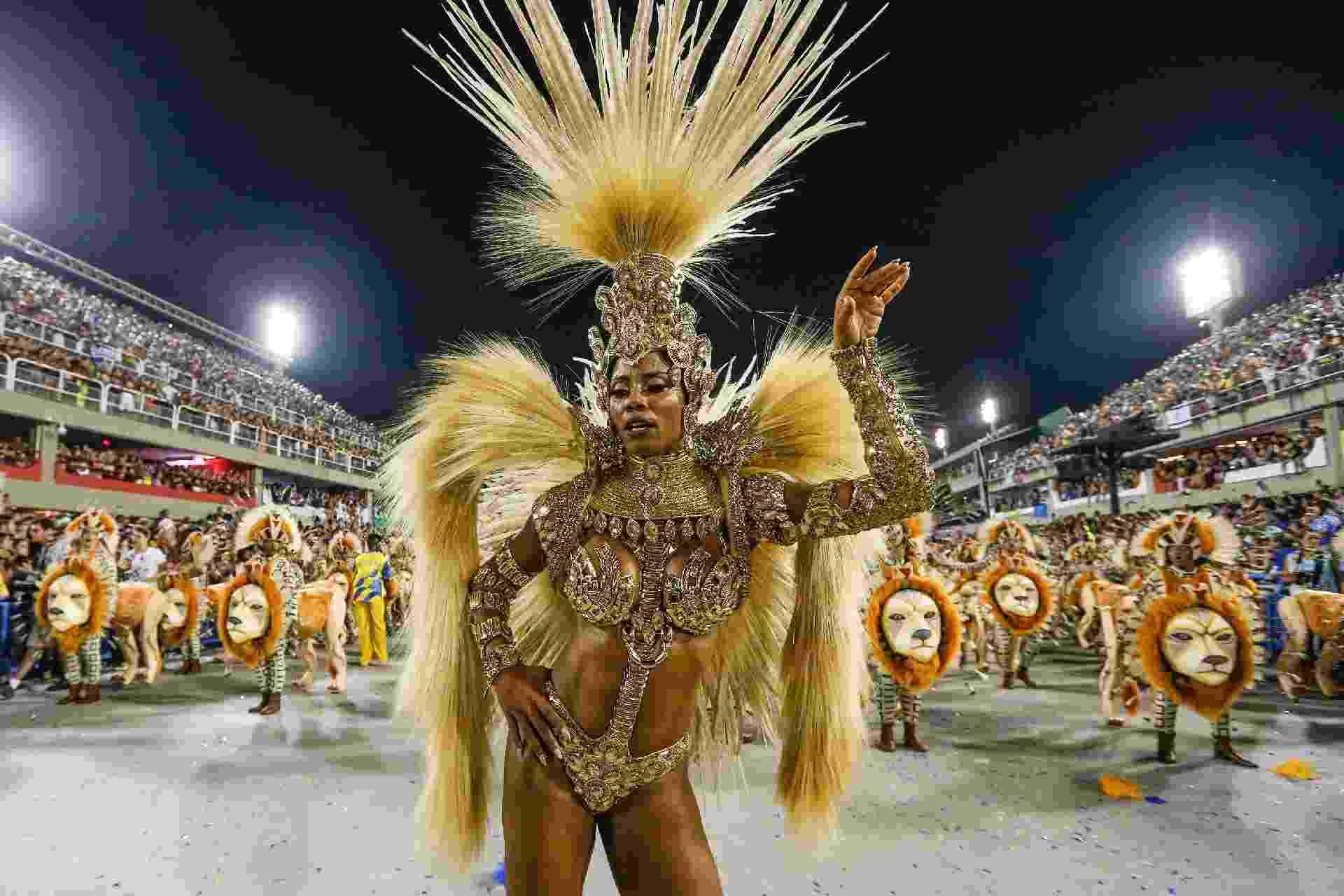 """27.fev.2017 - Unidos da Tijuca, segunda colocada no Carnaval de 2016, luta pelo título com o enredo """"Música na Alma,   Inspiração de uma Nação"""" - Marco Antônio Teixeira/UOL"""