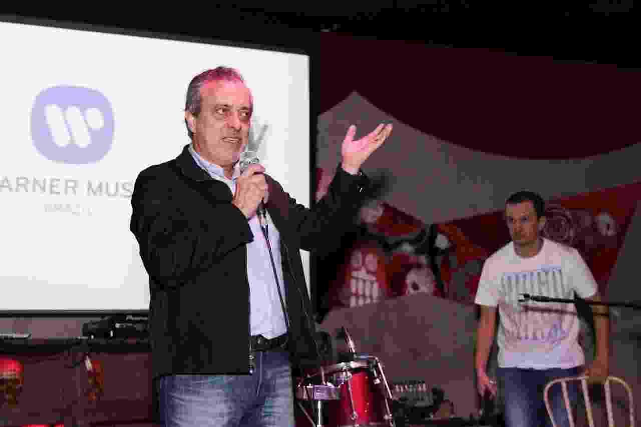 Sergio Affonso, presidente da Warner Music, dá boas vindas aos funkeiros da RW - Divulgação