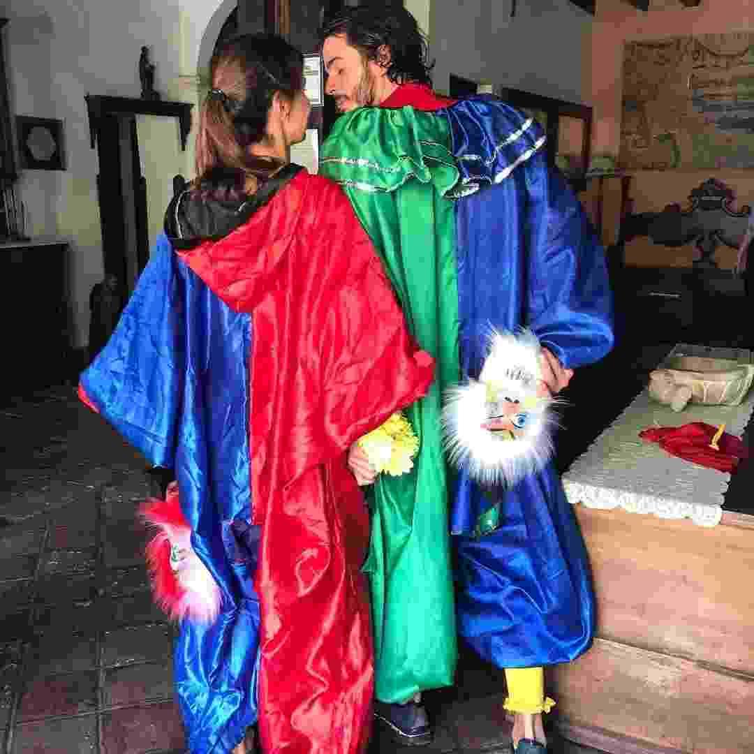 Romance no ar: Fátima Bernardes e Túlio Gadêlha posam juntinhos após curtirem o pré-Carnaval de Olinda usando máscaras - Reprodução/Instagram