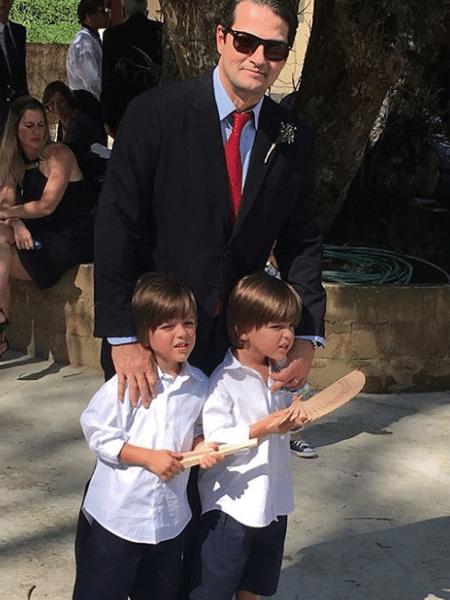Marcelo Serrado com os filhos, Felipe e Guilherme: gêmeos idênticos - Reprodução/Instagram
