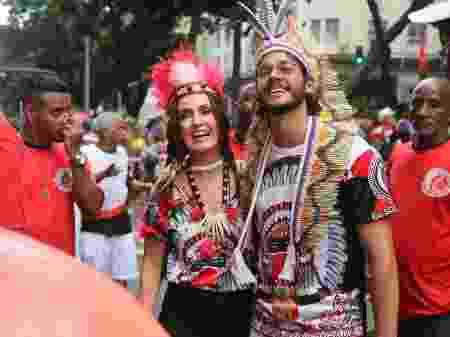 Fátima Bernardes e Túlio Gadelha curtem o Cacique de Ramos, no Rio