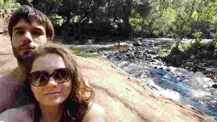 Monica Iozzi e seu suposto novo namorado em cachoeira - Reprodução/Instagram