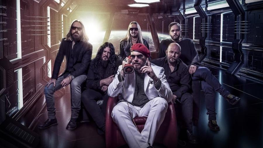 A banda sueca The Night Flight Orchestra, que chega ao quarto álbum em alta - Divulgação