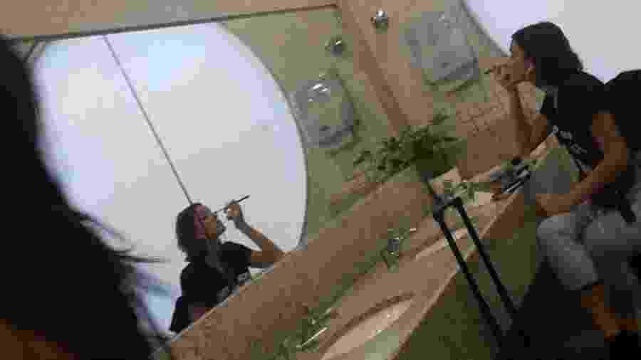 Bruna Marquezine em banheiro de aeroporto - Reprodução/Twitter