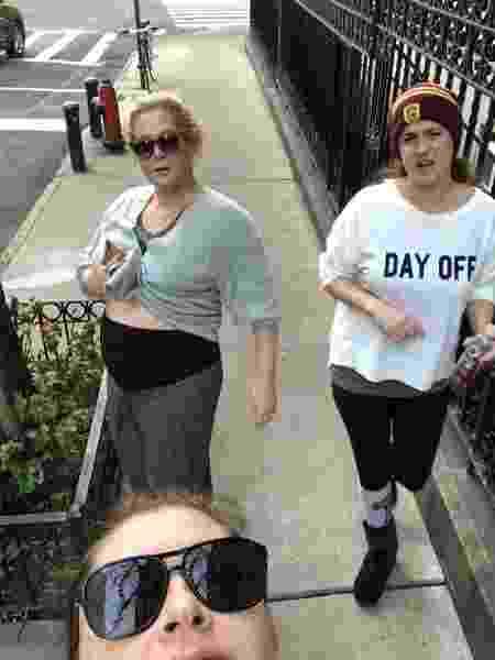 Amy Schumer exibe barrigão ao lado de amigas - Amy Schumer/Reprodução Instagram