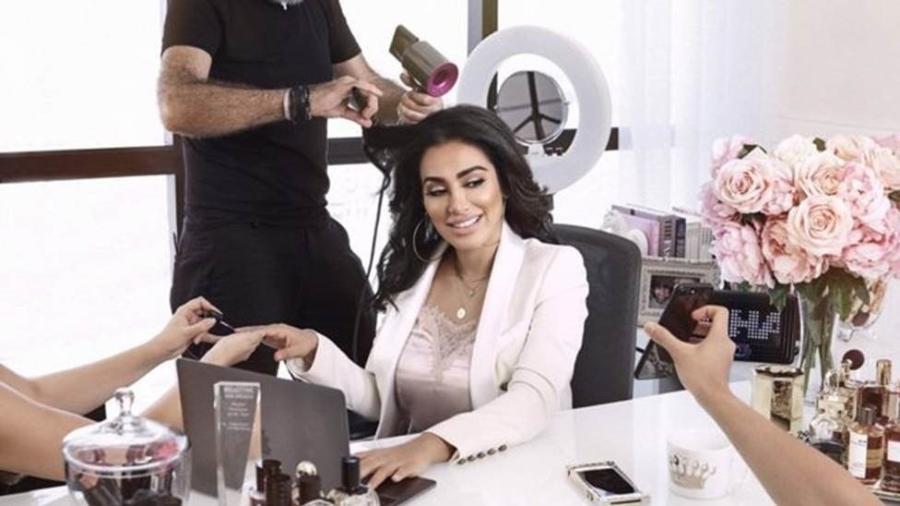 Há 10 anos, Huda Kattan abandonou a carreira de executiva para lançar sua própria marca de produtos de beleza - Huda Beauty