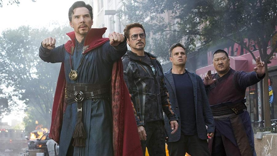"Benedict Cumberbatch, Robert Downey Jr., Mark Ruffalo e Benedict Wong em cena de ""Vingadores: Guerra Infinita"" - Divulgação"