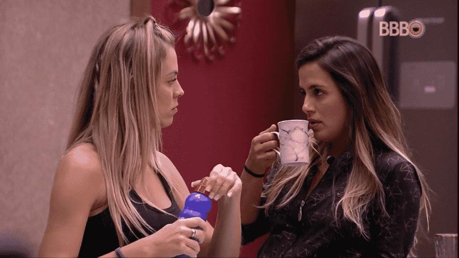 Isabella e Carol conversam sobre a prova do anjo - Reprodução/GloboPlay