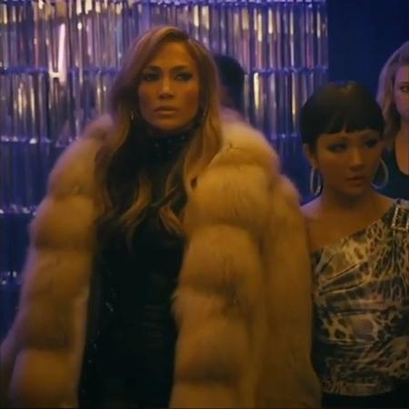 Jennifer Lopez em cena do filme Hustlers - Reprodução