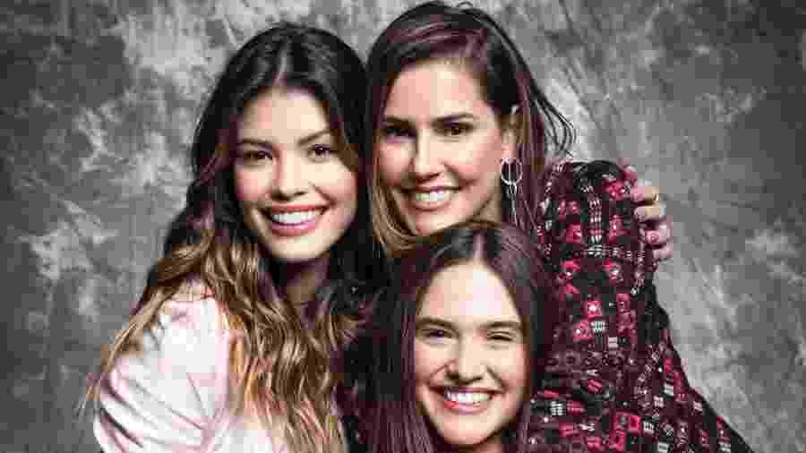 Kyra (Vitória Strada, à esq.), Alexia (Deborah Secco) e Luna (Juliana Paiva, sentada) são as protagonistas de Salve-se Quem Puder - Divulgação/TV Globo