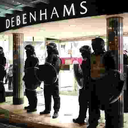08.ago.2011 - Imagem de arquivo da fachada de unidade da Debenhams em Londres - Leon Neal/AFP