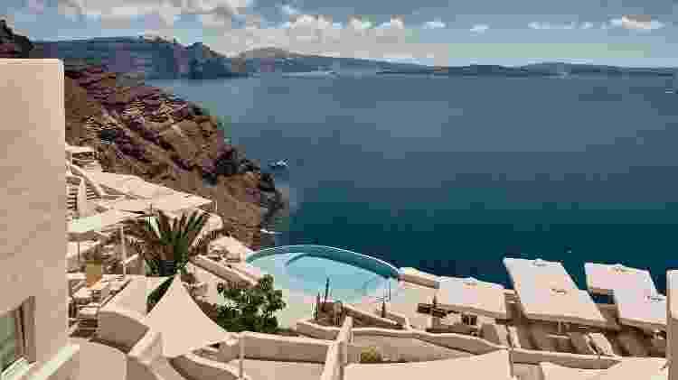Piscina no Mystique Hotel Santorini, na Grécia - Divulgação