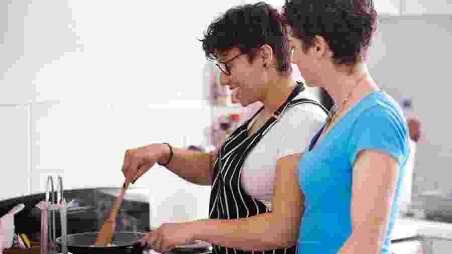 Manter a cozinha em ordem faz parte da manutenção da energia da casa - Tassii/Getty Images
