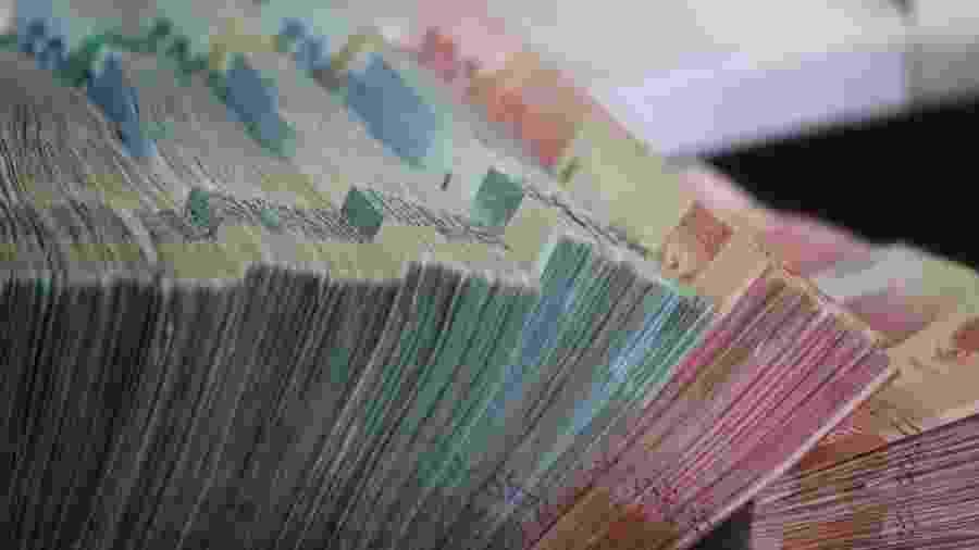 Dinheiro em janeiro - Mufid Majnu