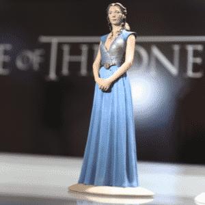 """A rainha Margaery Tyrell, que andou passando maus bocados na última temporada de """"Game of Thrones"""", volta com toda pompa e majestade em sua versão miniaturizada na Comic-Con - Reprodução/Twitter oficial/@GameofThrones"""