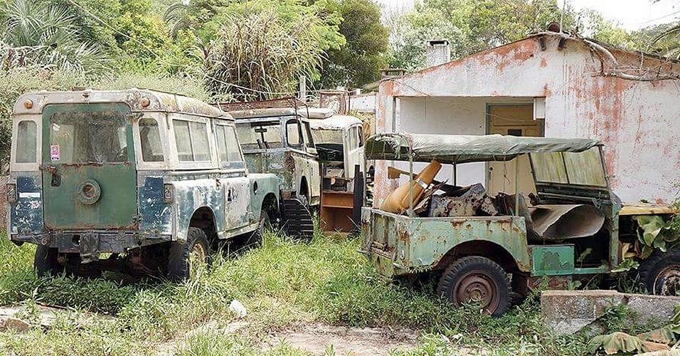 Land Rover Defender abandonados