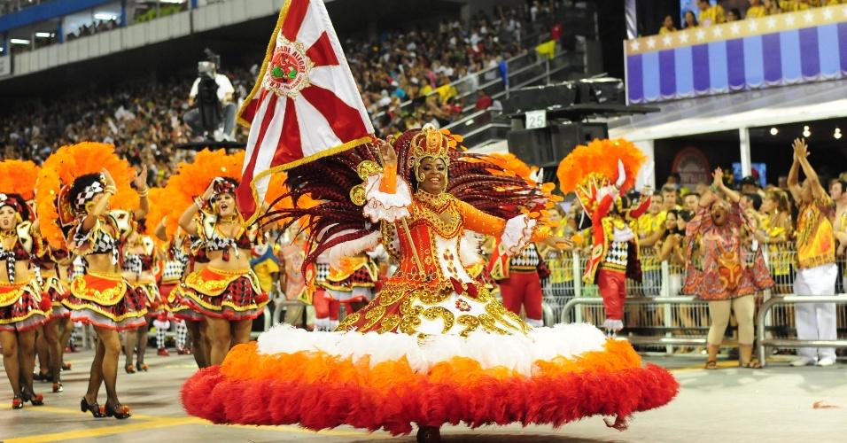07.fev.2016 - Mocidade Alegre desfilou na madrugada deste domingo no Anhembi, no segundo dia do Carnaval de São Paulo