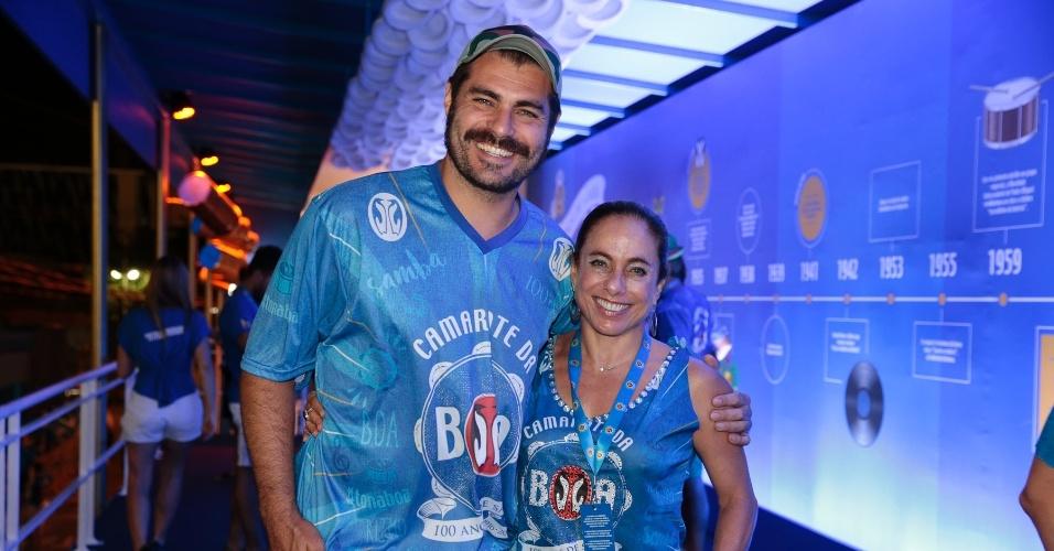 13.fev.2016 - Thiago Lacerda e Cissa Guimarães curtem o desfile das campeãs no Rio