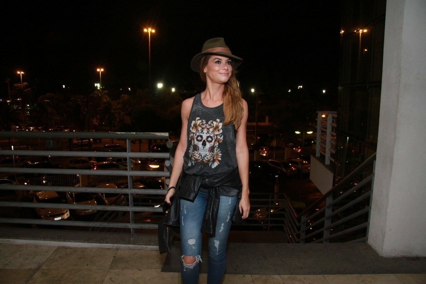 20.fev.2016 - Alinne Moraes caprichou no estilo para curtir o show da banda