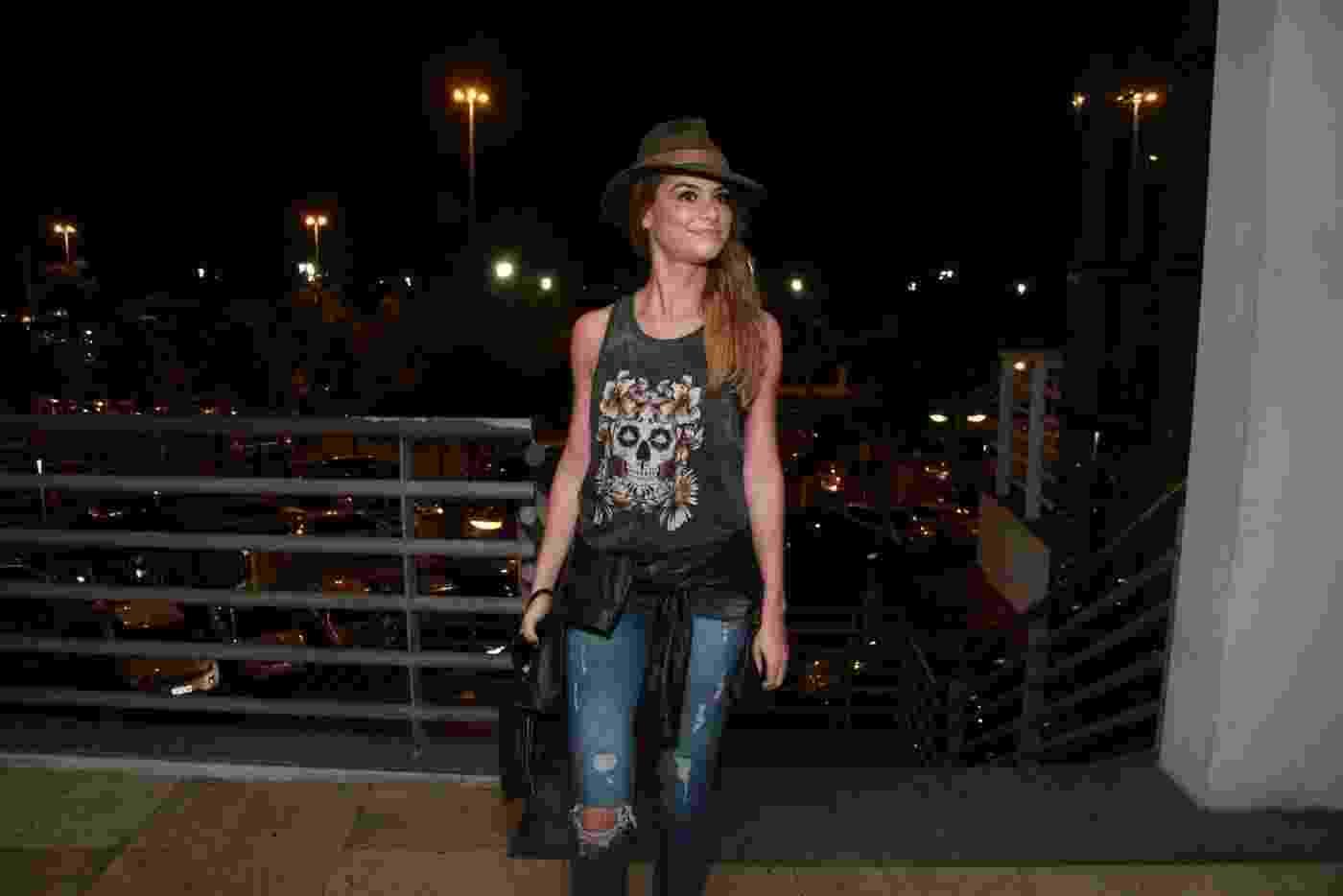 20.fev.2016 - Alinne Moraes caprichou no estilo para curtir o show da banda - Thyago Andrade/Brazil News