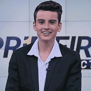 """Dudu Camargo apresenta o telejornal """"Primeiro Impacto"""" nas manhãs do SBT - Reprodução/SBT.com.br"""