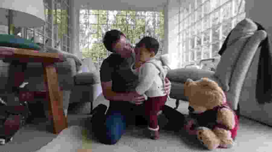 Mark Zuckerberg registra primeiros passos da filha em vídeo publicado no Facebook - Reprodução/Facebook