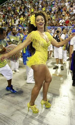 Juliana Alves mostra o samba no pé no ensaio técnico da Unidos da Tijuca na Marquês de Sapucaí