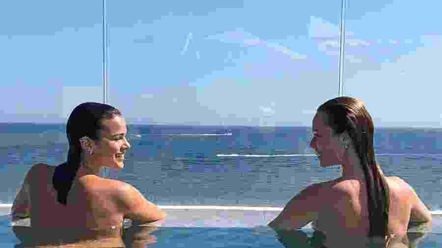 Bruna Marquezine e Mariana Ximenes curtiram topless em Ibiza, na Espanha - Reprodução/Instagram