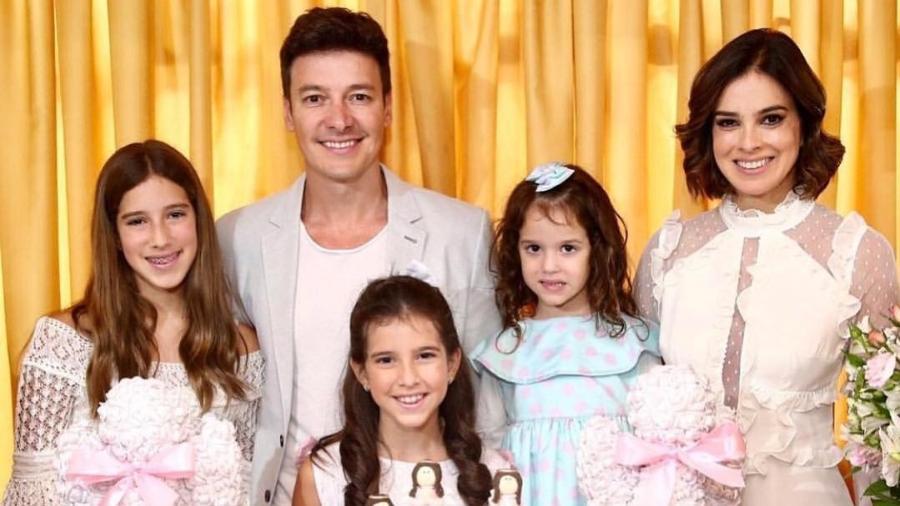 Rodrigo Faro, a esposa Vera Viel e as filhas do casal - Reprodução/Instagram/rodrigofaro
