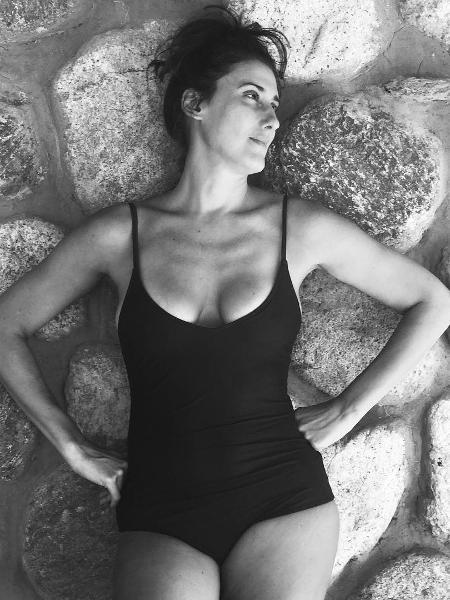 """Paola Carosella: """"(...) tenho orgulho da minha cabeça e do meu corpo, de todas as suas marcas, da cicatriz da cesárea, da celulite e das estrias que a vida traz"""" - Reprodução Instagram"""