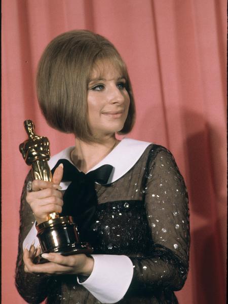 Barbra Streisand com o seu Oscar - Getty Images