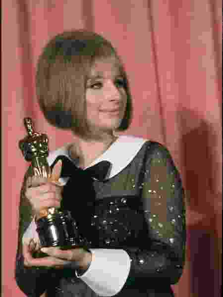 Barbra Streisand com o seu Oscar - Getty Images