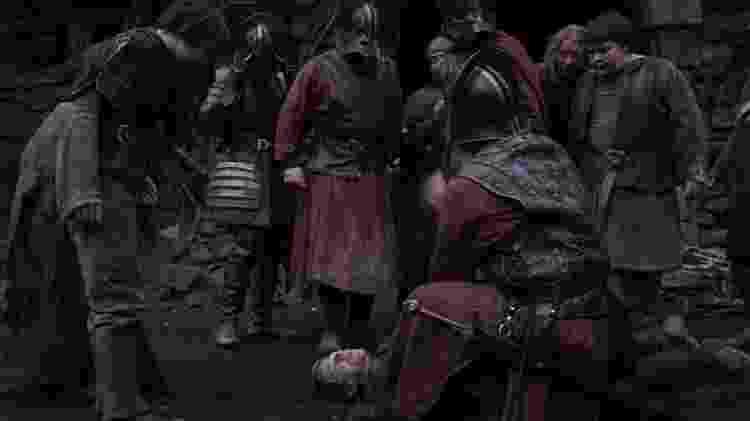 O personagem Tickler é morto por Jaqen H'ghar a pedido de Arya - Reprodução - Reprodução