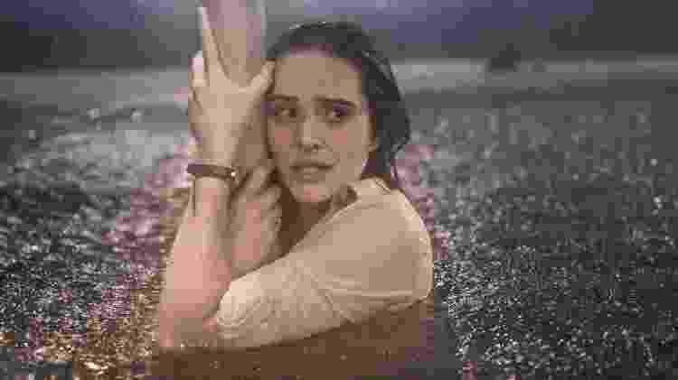 Luna (Juliana Paiva) em uma das cenas do furacão de Salve-se Quem Puder - Divulgação/ Globo/João Miguel Júnior - Divulgação/ Globo/João Miguel Júnior