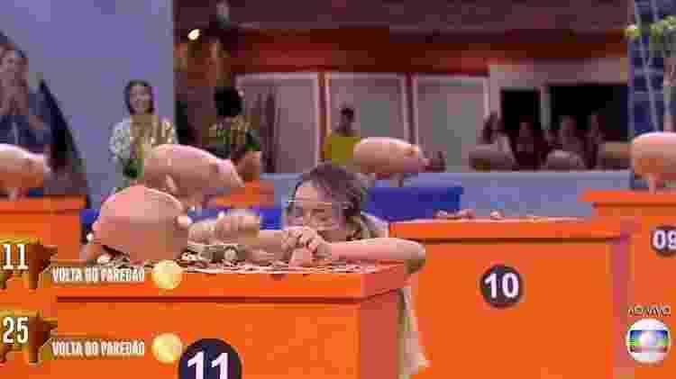 Gabi chora ao se salvar do paredão na prova bate e volta - Reprodução/TV Globo - Reprodução/TV Globo