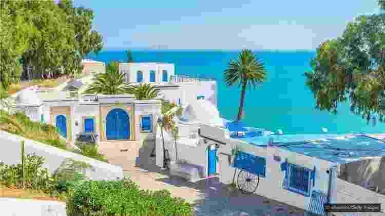 O bairro à beira-mar de Sidi Bou Said tem uma paleta de cores azul e branco - Getty Images - Getty Images