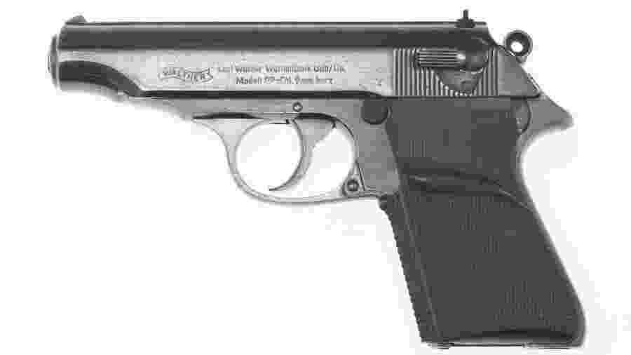 """Pistola usada por Sean Connery no filme """"007 Contra o Satânico Dr. No"""" - JULIEN""""S AUCTION/via REUTERS"""