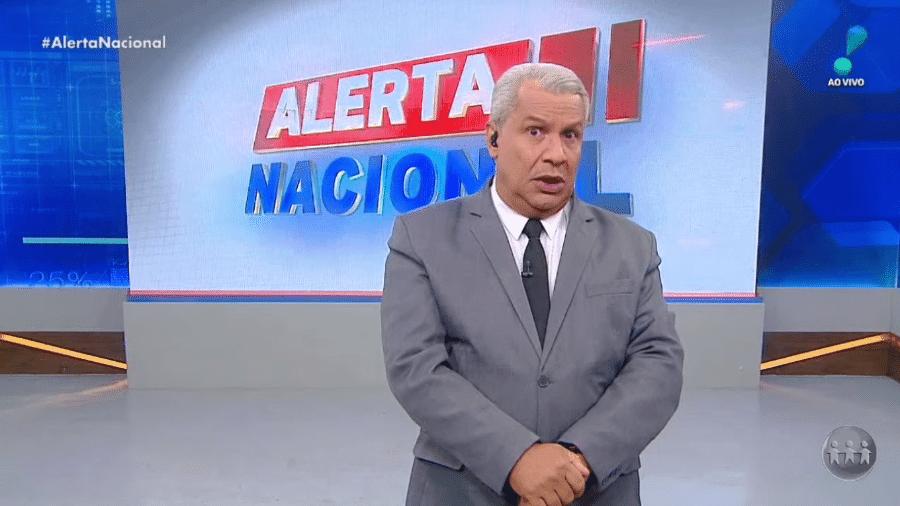 """O apresentador Sikêra Jr. no """"Alerta Nacional"""" - Reprodução/RedeTV!"""
