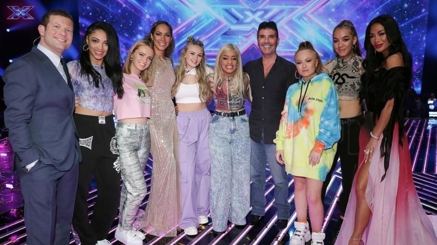 """Simon Cowell e Nicole Scherzinger posam com participantes do """"X-Factor"""" - Reprodução/Instagram @thexfactor"""
