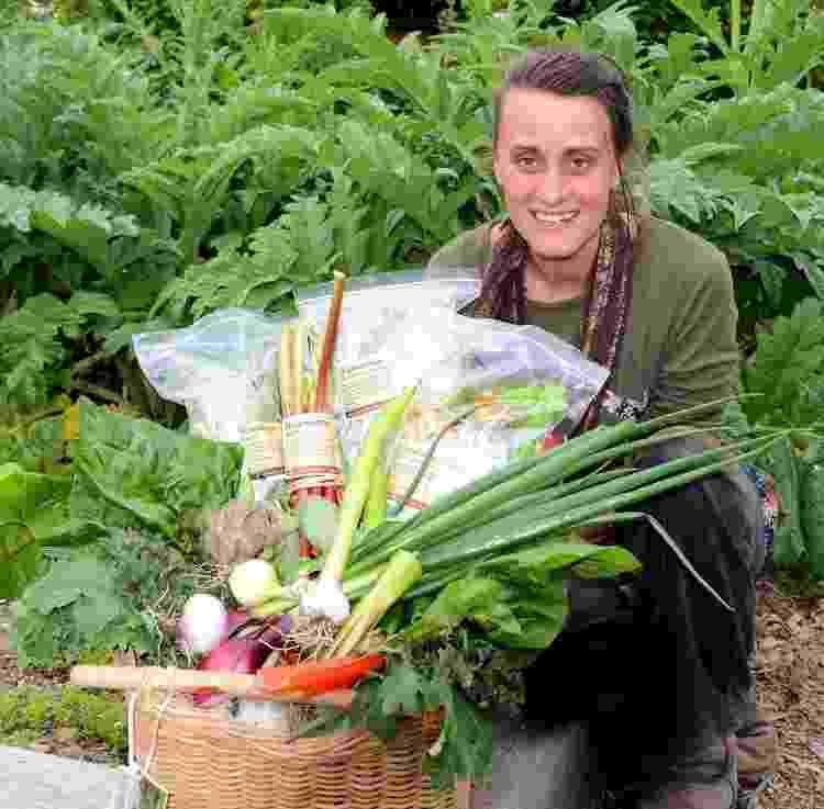 Sharon Girardi, a proprietária de Blaeneinion, o eco-resort anti-vacina no país de Gales - Reprodução - Reprodução