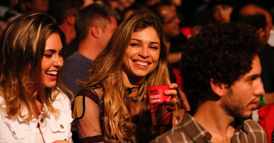 1.ago.2015 - Grazi Massafera acompanhou a série de lutas do UFC no HSBC Arena no Rio de Janeiro
