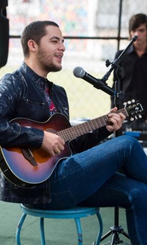 """O cantor Levi Lima diz que foi difícil atuar: """"Não tenho talento pra isso"""""""