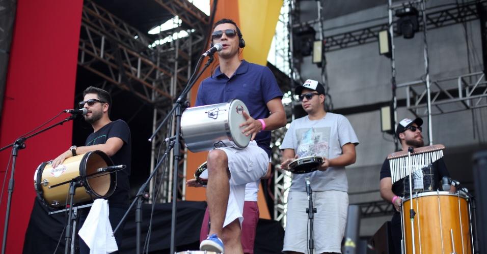23.jan.2016 -  A banda Mídia Samba se apresentou e fez a festa dos foliões no CarnaUOL