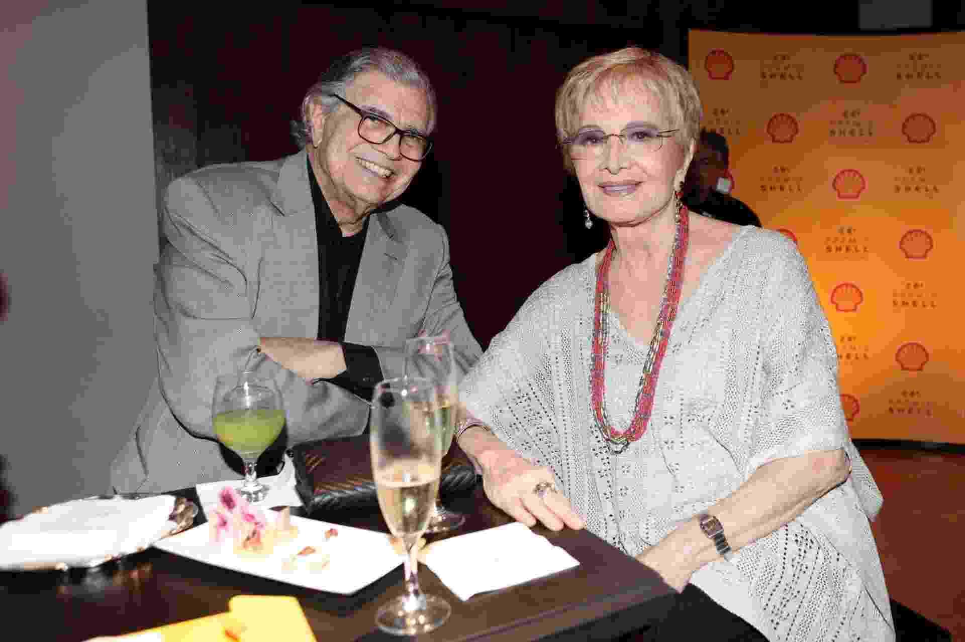 22.mar.2016 - O casal Tarcísio Meira e Glória Menezes na 28ª edição do Prêmio Shell de Teatro, em São Paulo - Rafael Cusato/Brazil News